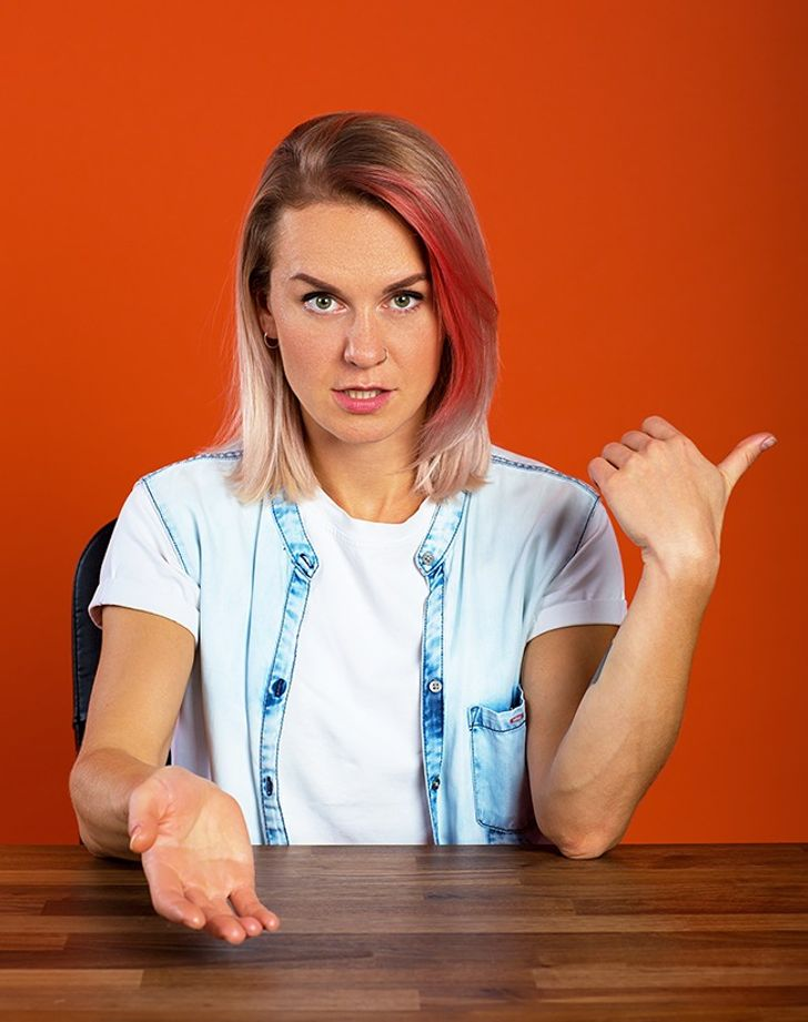 12Gestures That Can Make You Less Attractive