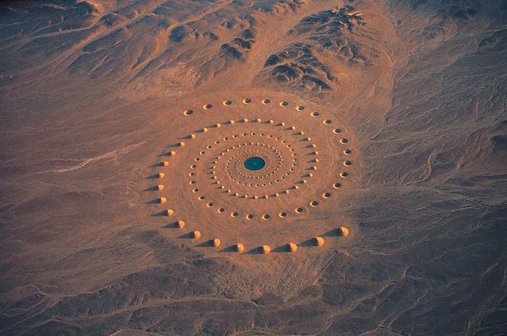 10 Strange Things Found in The Middle of a Desert