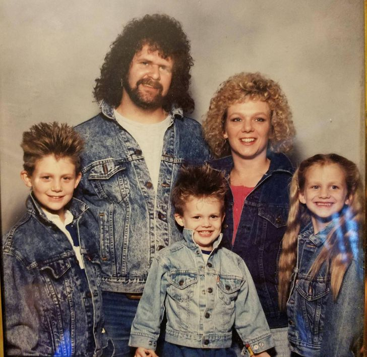 15+Awkward Pictures From Family Photo Albums That Had UsLaughing Our Heads Off