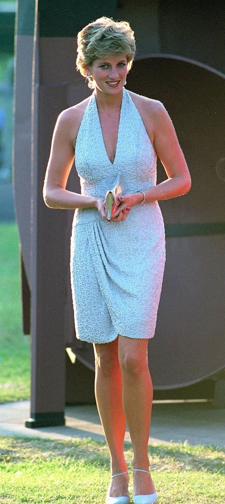 21 iconic dresses worn by princess diana that still leave us stunned 21 iconic dresses worn by princess