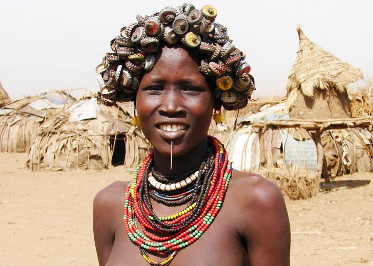 8Extraordinary Beauty Standards From Around the World