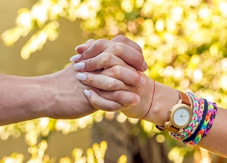 How DoYou Hold Hands With Your Partner? ItCan Reveal aLot About Your Relationship