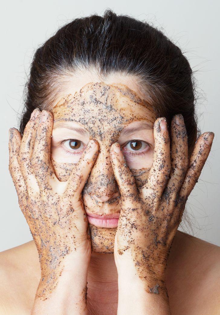 24Awesome Beauty Tricks toBrush UpYour Makeup Skills