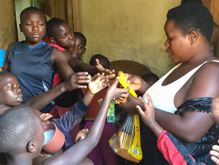 Intalnire femeie Uganda.)