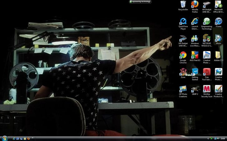 17 Hilarious Desktop Wallpapers That Are Actually Genius