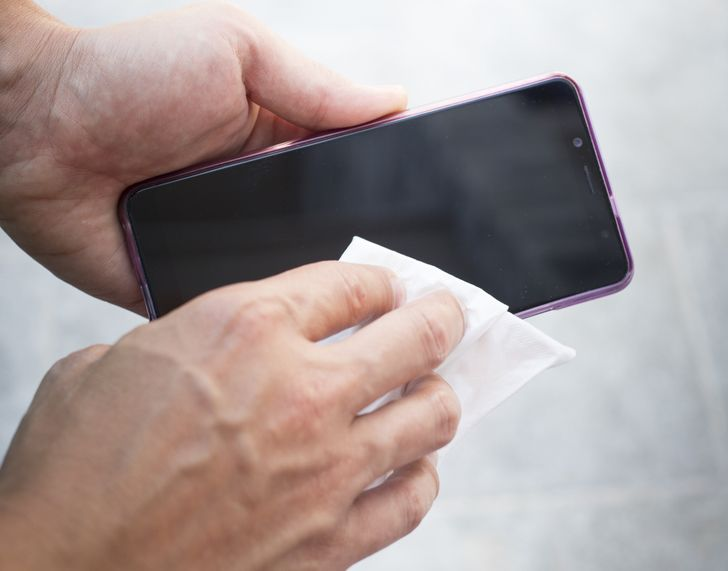 Why You Ought to Stop Putting Your Phone in Rice When It Gets Wet