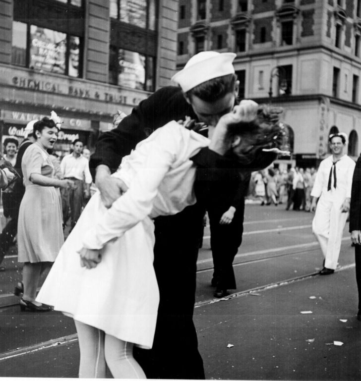 18 Stirring Photos That Show What Love Was Like in the Past
