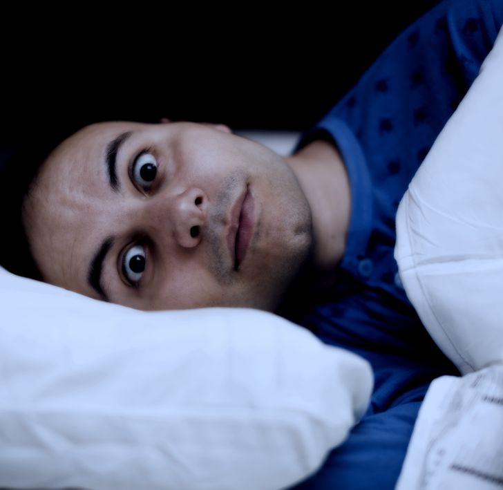 10+ Strange Sleeping Life Hacks Science Agrees With