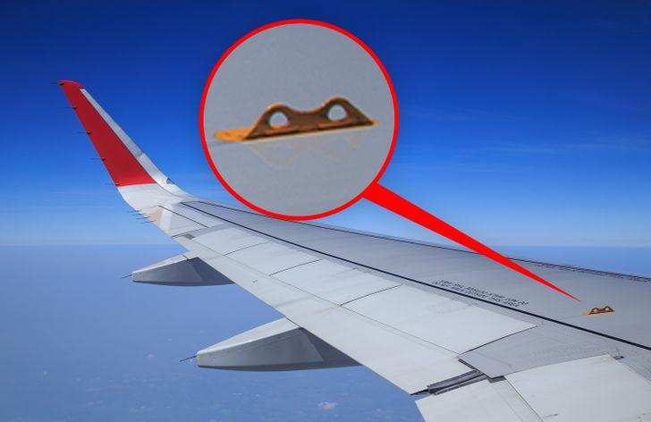Uçaklarda Güvenliğiniz İçin Çok Önemli 8 Gizemli Küçük Şey