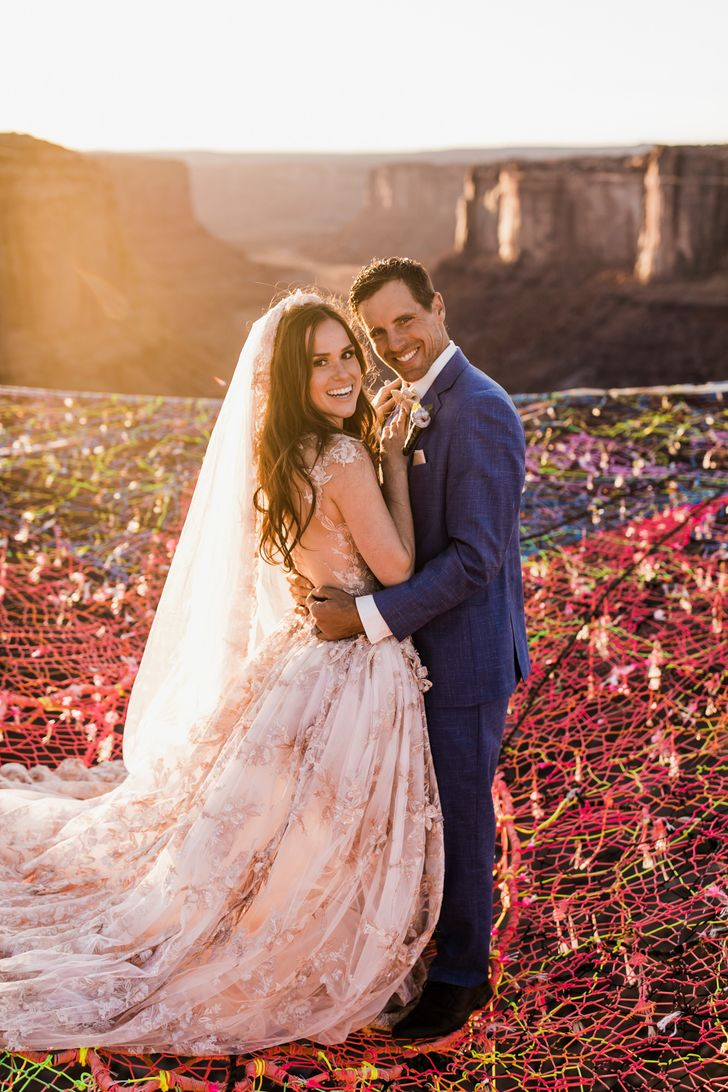 AnAmerican Couple's Unique Wedding Photos Made the Entire World Gasp inAmazement