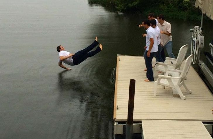 20+Perfectly Timed Photos Showing How Hilarious the World Is