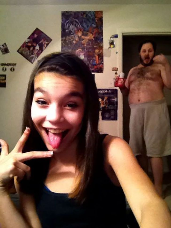 22Times People Tried toTake Selfies and Failed Dramatically