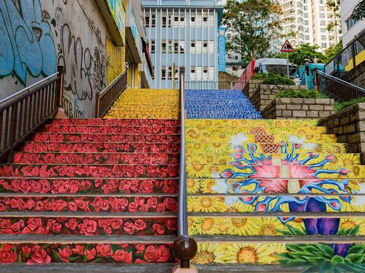 21 Staircases That Are Amazingly Artful and Can Put You in an Aesthetic Coma
