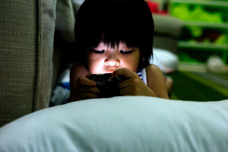 Teachers Explain Why Parents Should Search Their Children's Phones