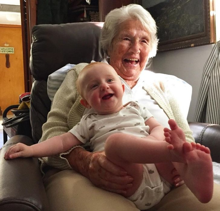 20 Photos That Show the Bond Between Grandparents and Kids Is Like No Other