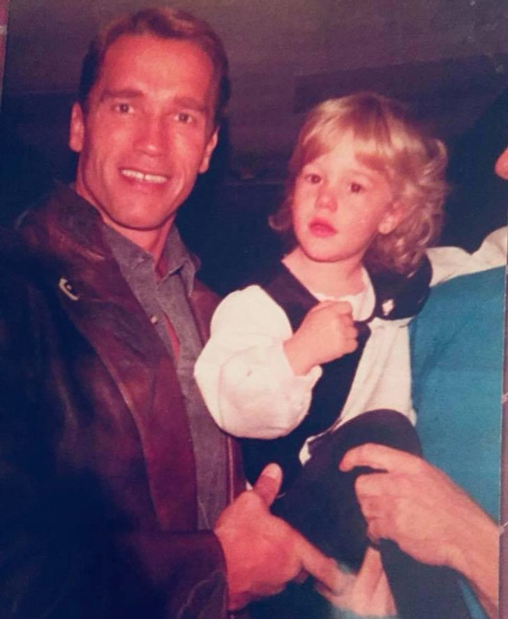 20+ Photos With Celebrities That Internet Users Found in Their Family Albums