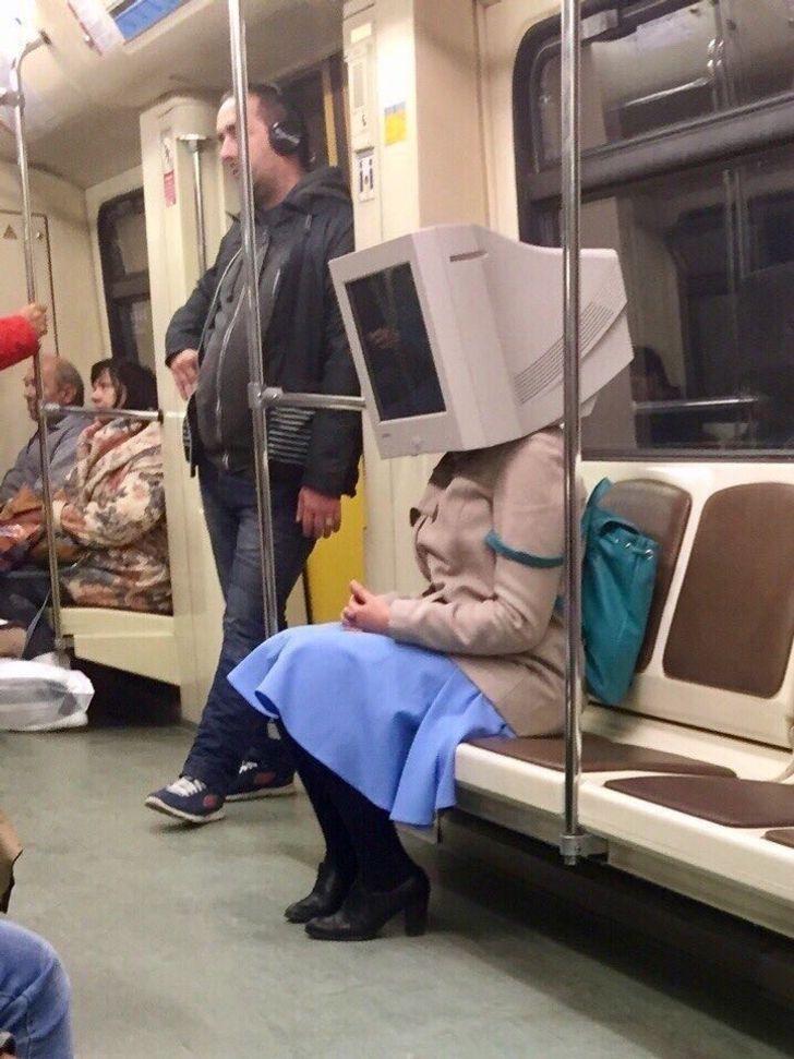 18 Weird Photos Where Bizarre Stuff Is Going On