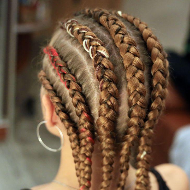 9 Stilet e Flokëve që Mund të Sabotojnë Rritjen e Flokëve