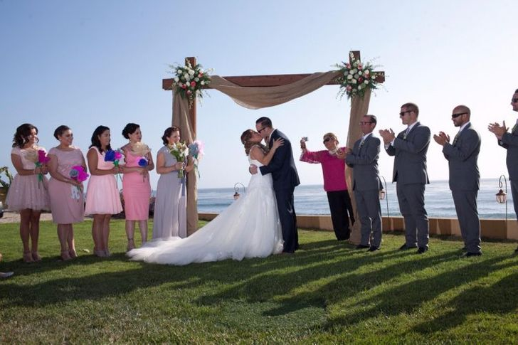 24 Cases Where a Wedding Photographer Captured Something Unexpected