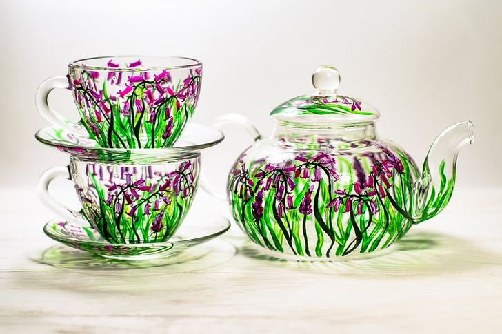 A Ukrainian Artist Creates Unusual Glassware to Prove That Life Does Need Colors
