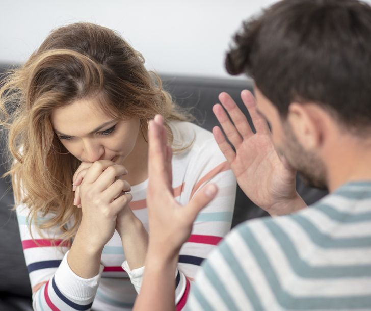 10 Types of Relationships That Can Become So Damaging, You Need to Start Packing Your Bags Right Now If You're in One