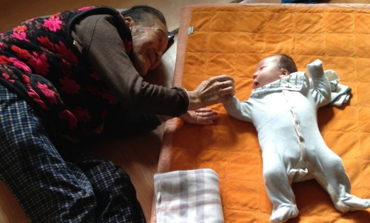 Why Being Close to a Great-Grandparent Means a Lot for a Child