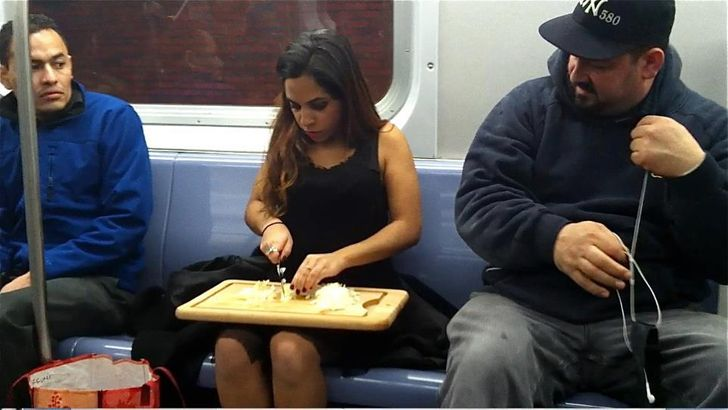 27Photos That Will Make You Wonder What IsGoing On