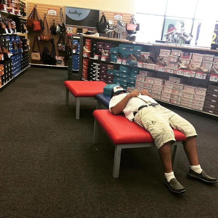 31Photos ofMen Whose Willpower Toughened UpDuring Shopping