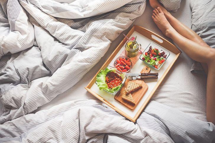12Nighttime Habits That Make You Gain Weight