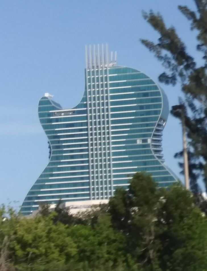 15+ Unusual Buildings That Made Us Wonder What It Would Be Like to Live in Them