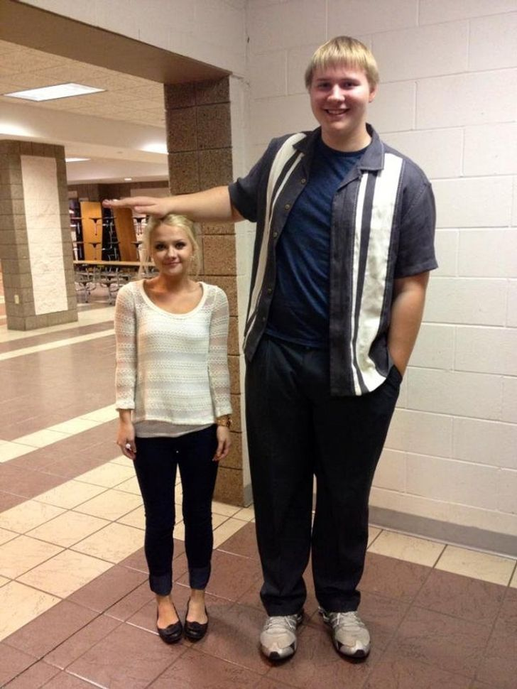 20 Tall People Who Will Make You Feel Tiny
