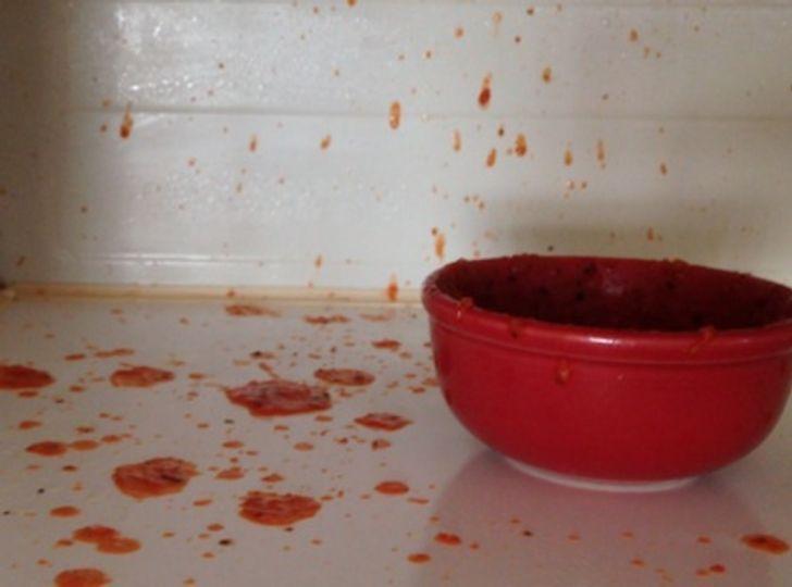 7 jedál, ktoré by ste nikdy nemali ohrievať v mikrovlnnej rúre