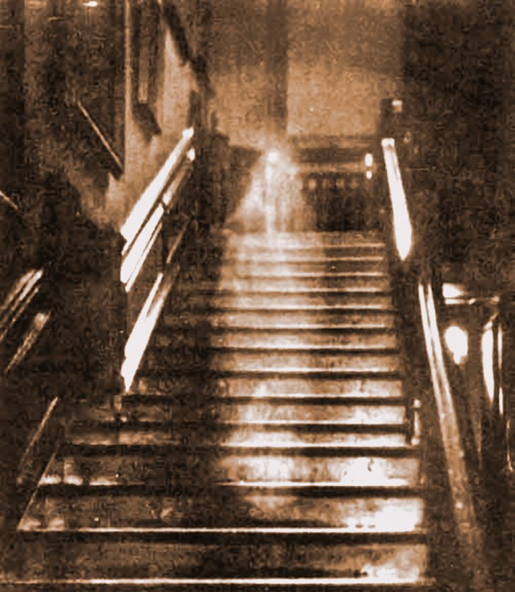 9 Eerie Photos That Actually Have an Explanation