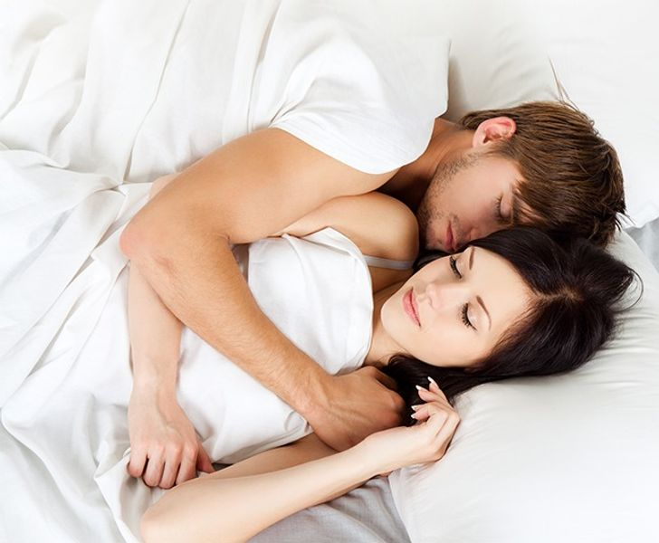 10 Things Happy Couples Do Before They Go to Sleep