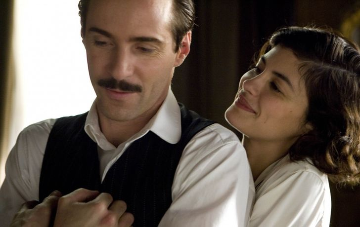 9 Real-Life Love Stories That Featured in Movies