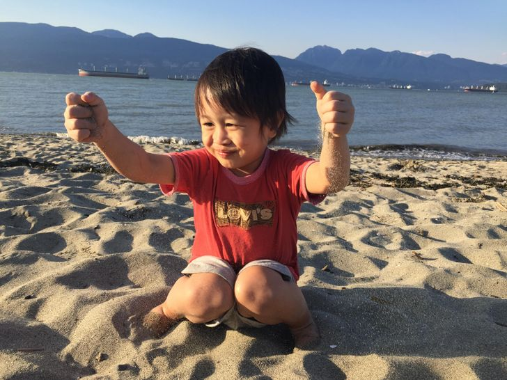 Children Who Play With Mud and Sand Grow Up Stronger and Healthier, According to Studies