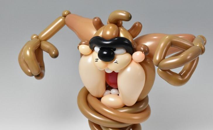 Japonský umelec vytvára šialene detailné sochy s použitím iba balónov